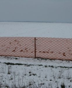 Snehové zábrany na ochranu vozovky pred snehovými závejmi.